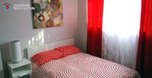 strawberryroomcaption1